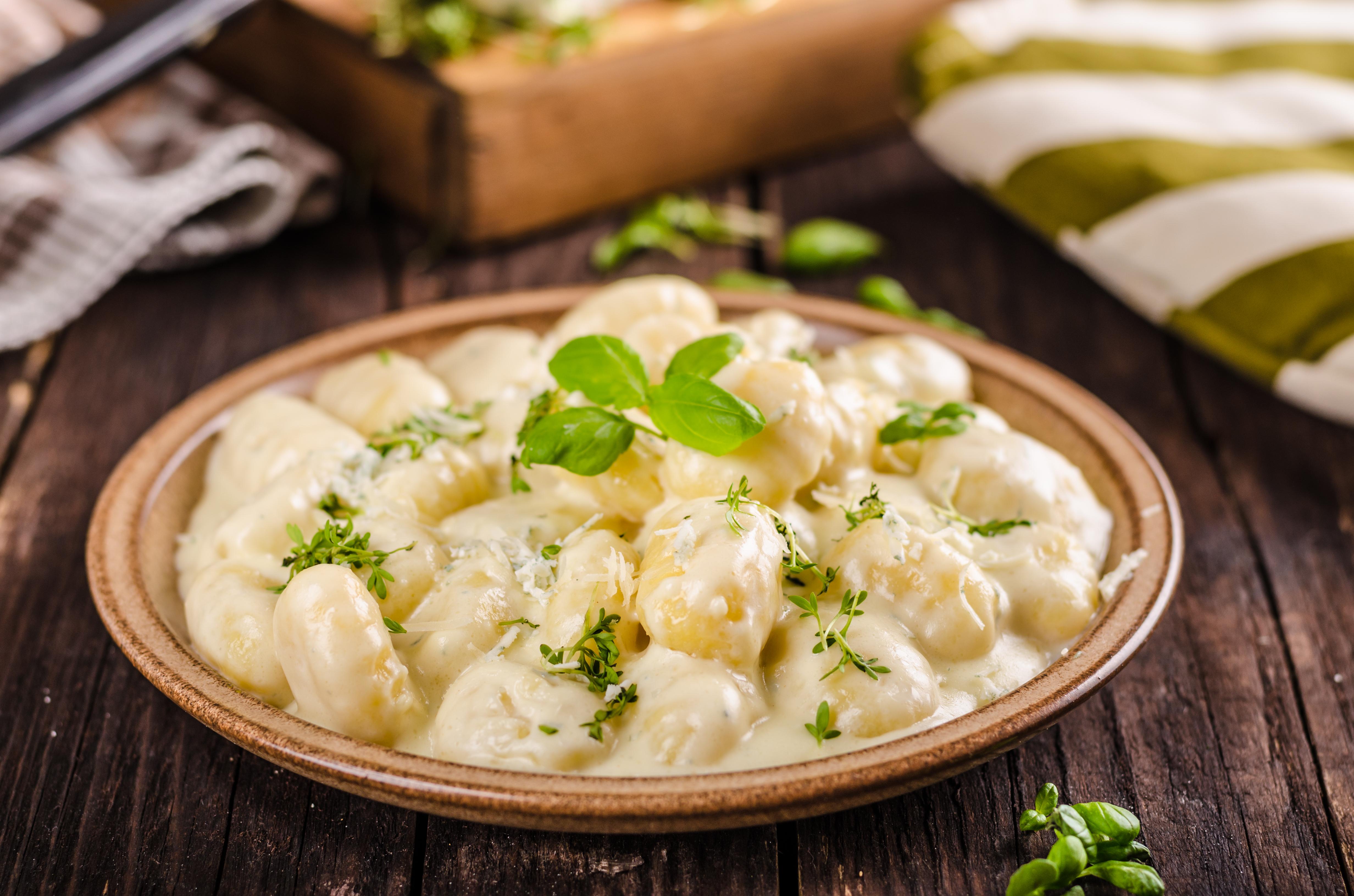 Картофельные ньокки с сливочным соусом и пармезаном
