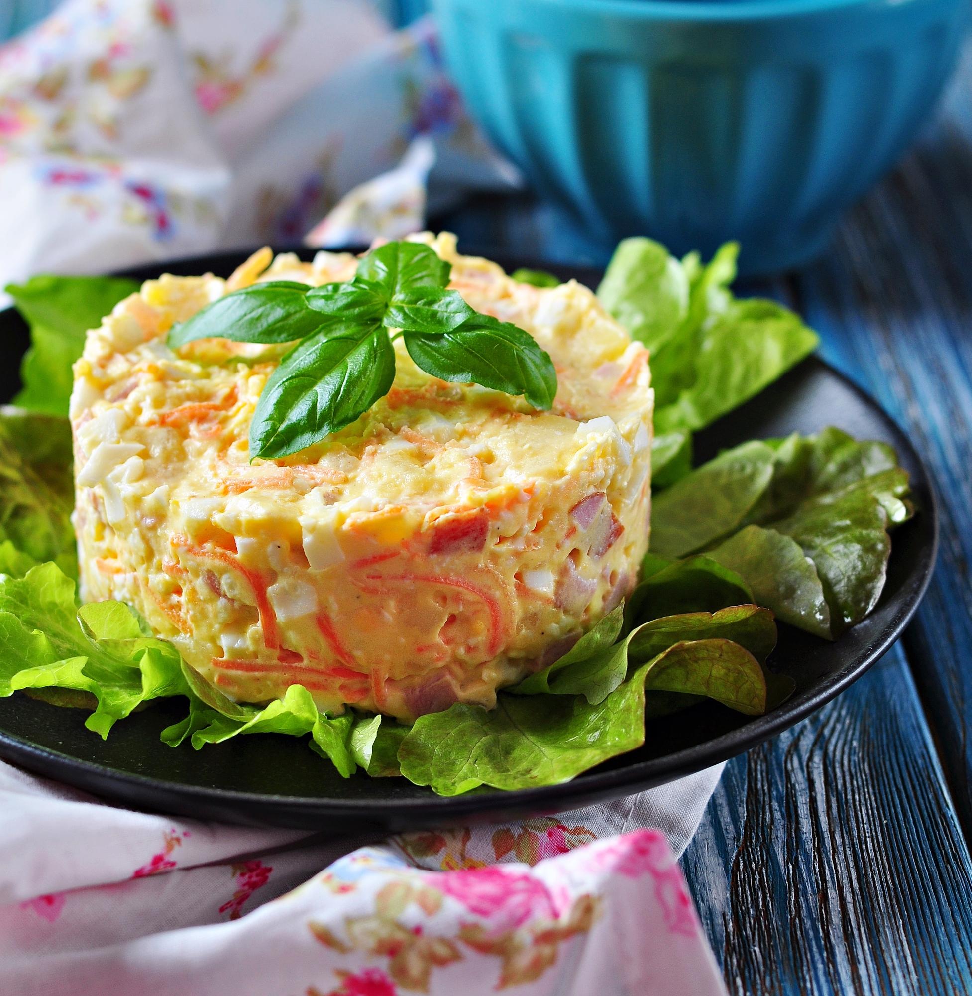 Салат с ветчиной, картофелем и морковью