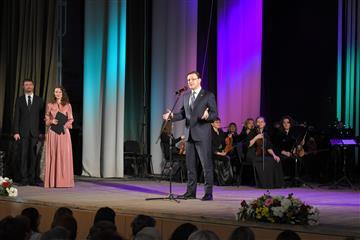Фото Дмитрий Азаров поздравил жительниц Тольятти с наступающим Международным женским днем