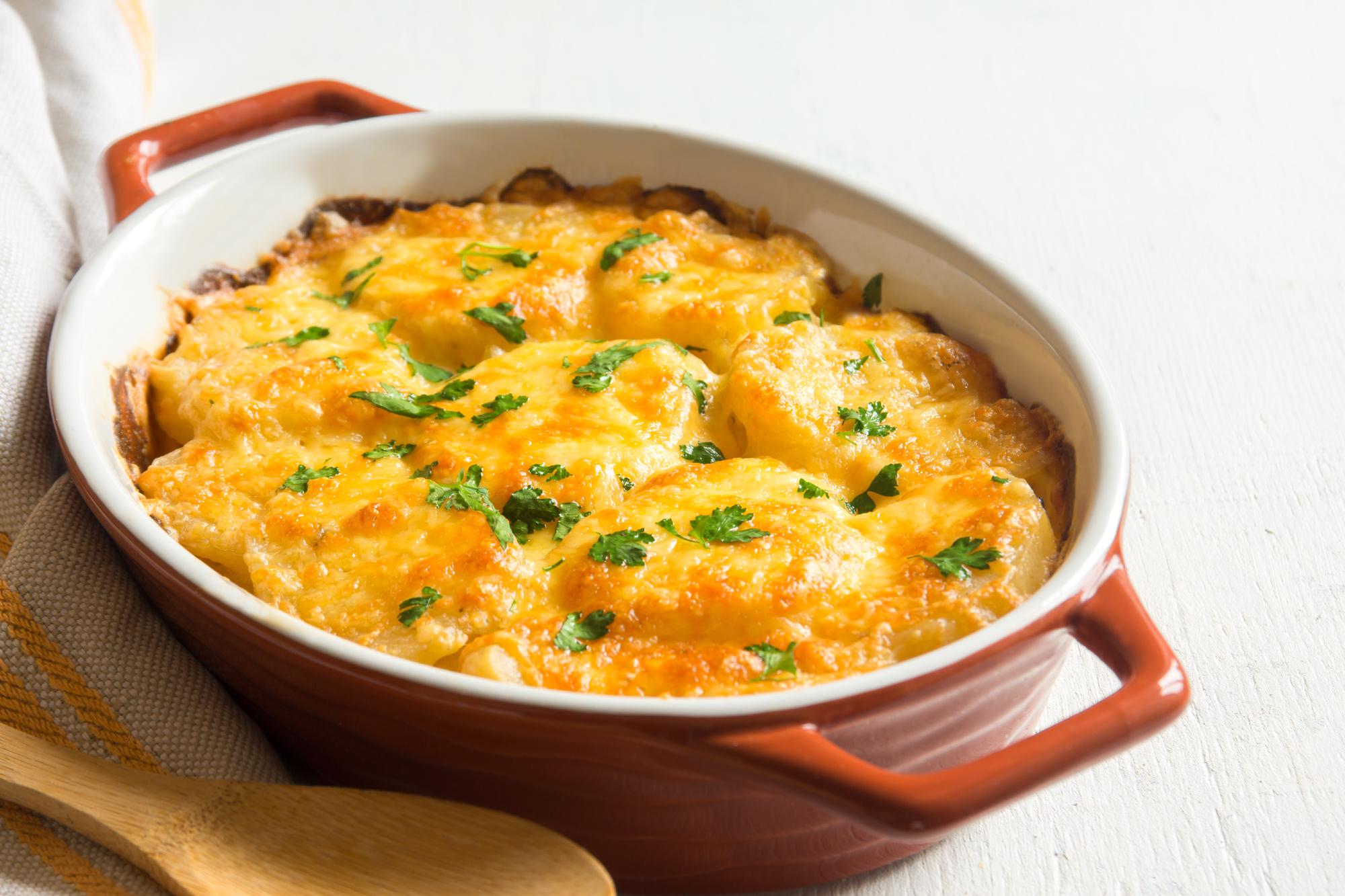 Запеченный картофель под сыром
