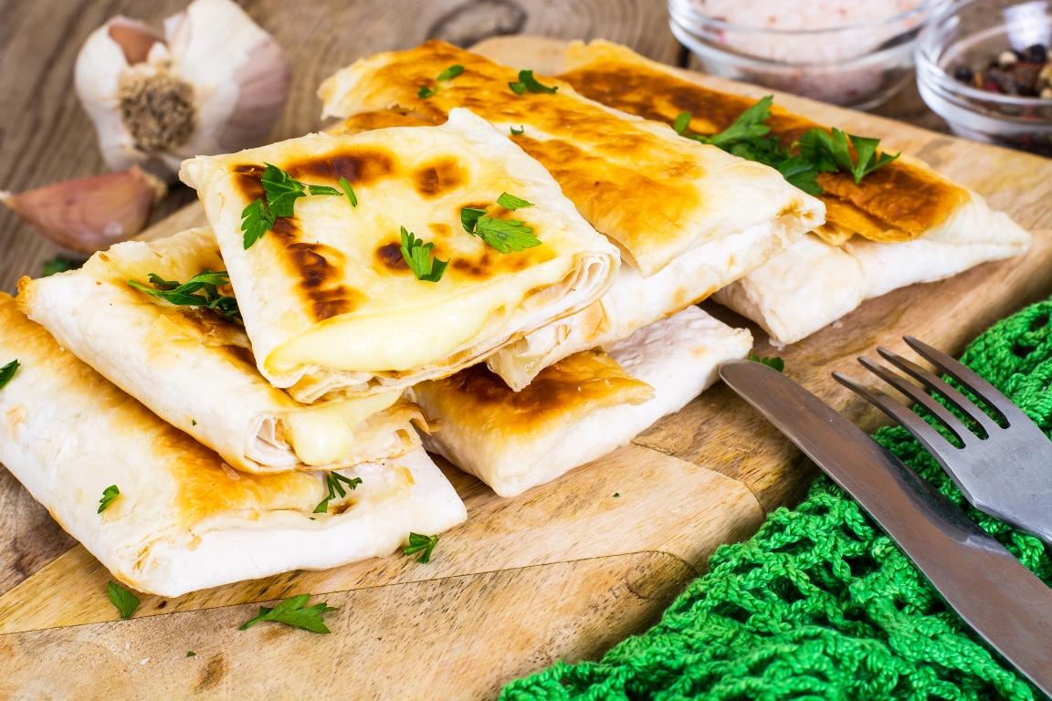 Вкуснейшая курица с сыром в лаваше