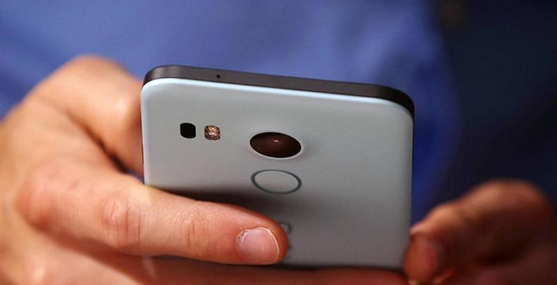 Фото Ваш смартфон постоянно слушает и смотрит в камеру на вас — даже когда выключен
