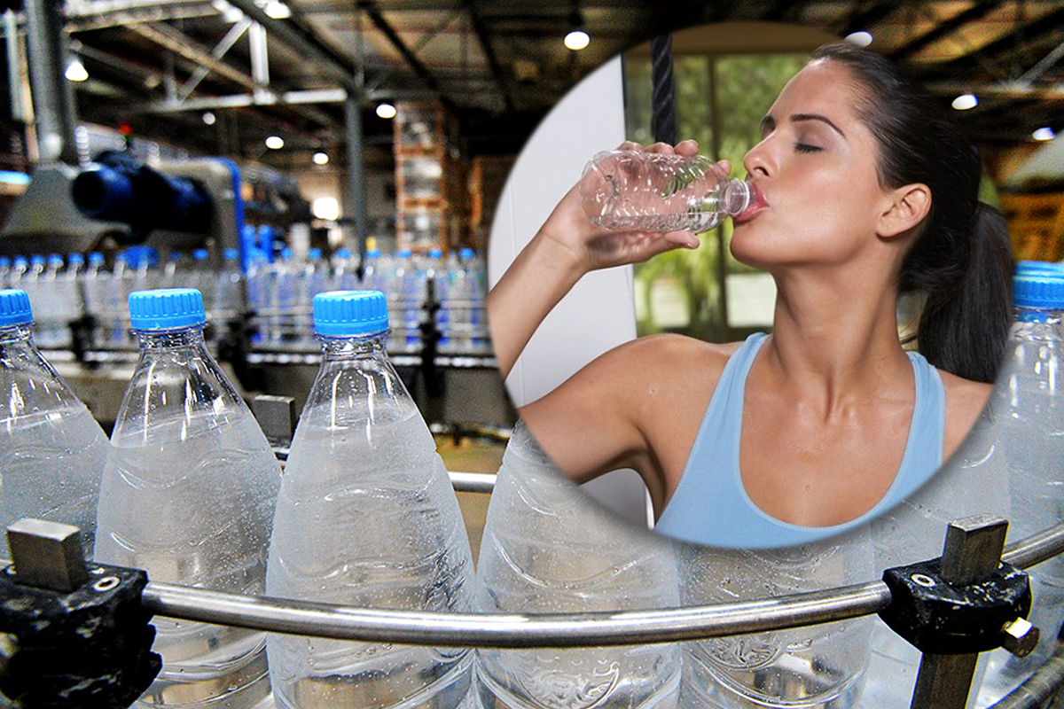 """Сколько пластика мы """"выпиваем"""" вместе с водой из бутылок"""