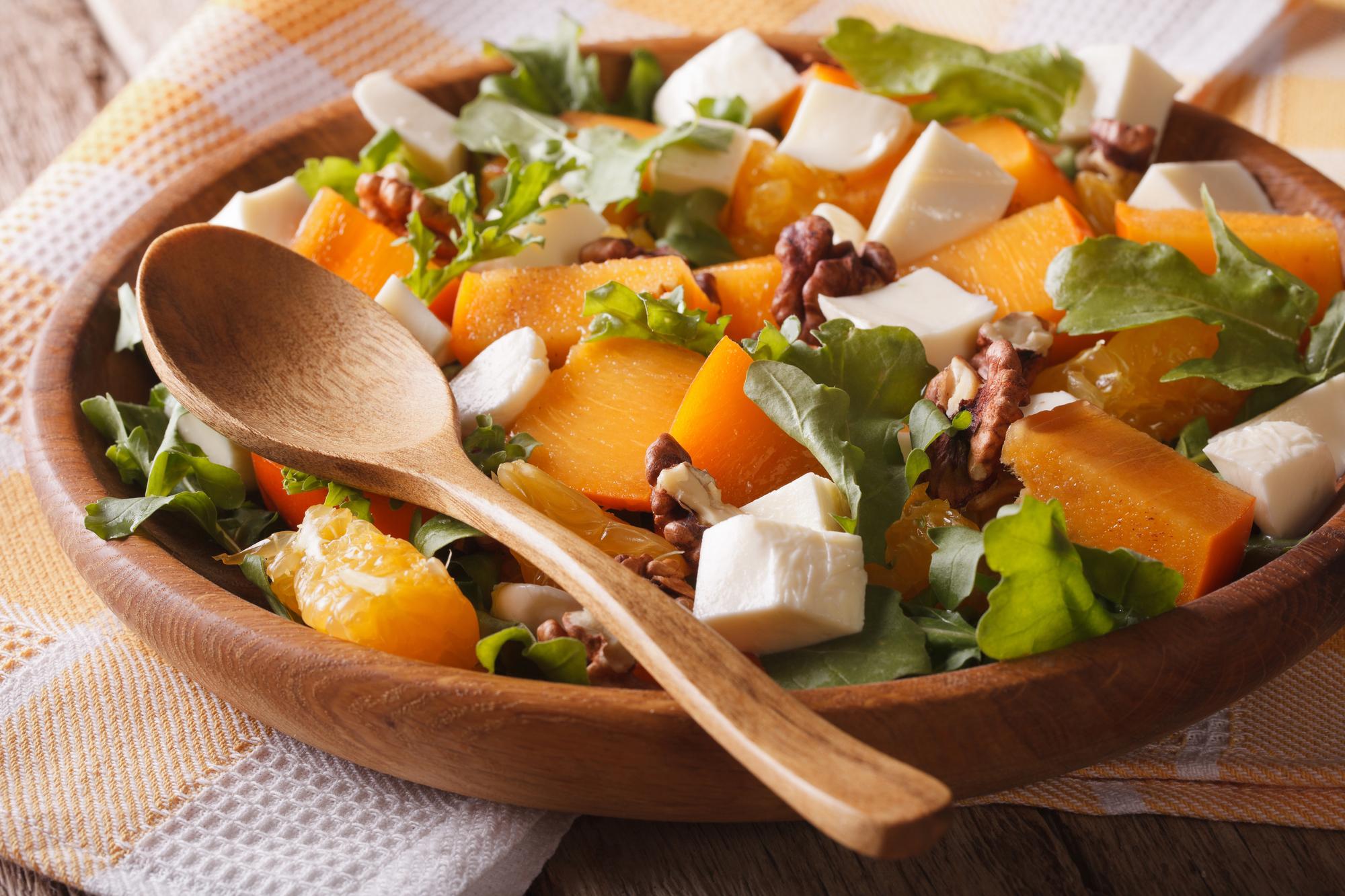 Салат с хурмой, апельсинами и сыром