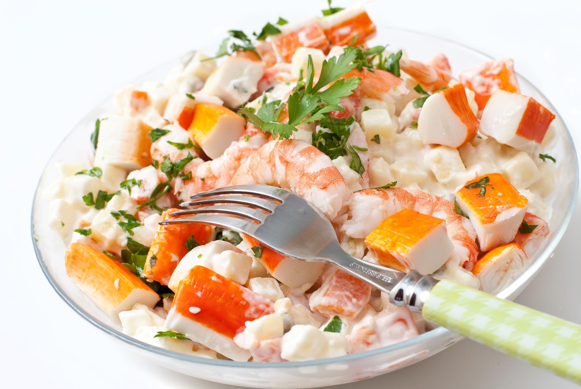 Салат с крабовыми палочками и креветками