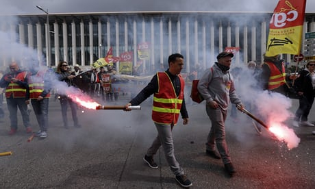 Photo of French government stands firm as strikes bring more railway chaos