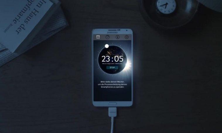Photo of Eu devo deixar meu celular na tomada toda noite?