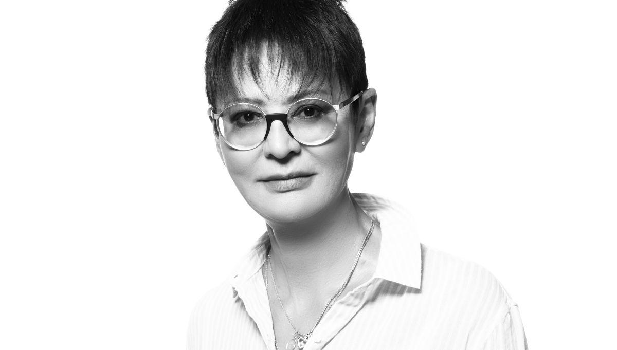«Голосовала за Собчак». Хакамада о политике, татуировках и открытом браке