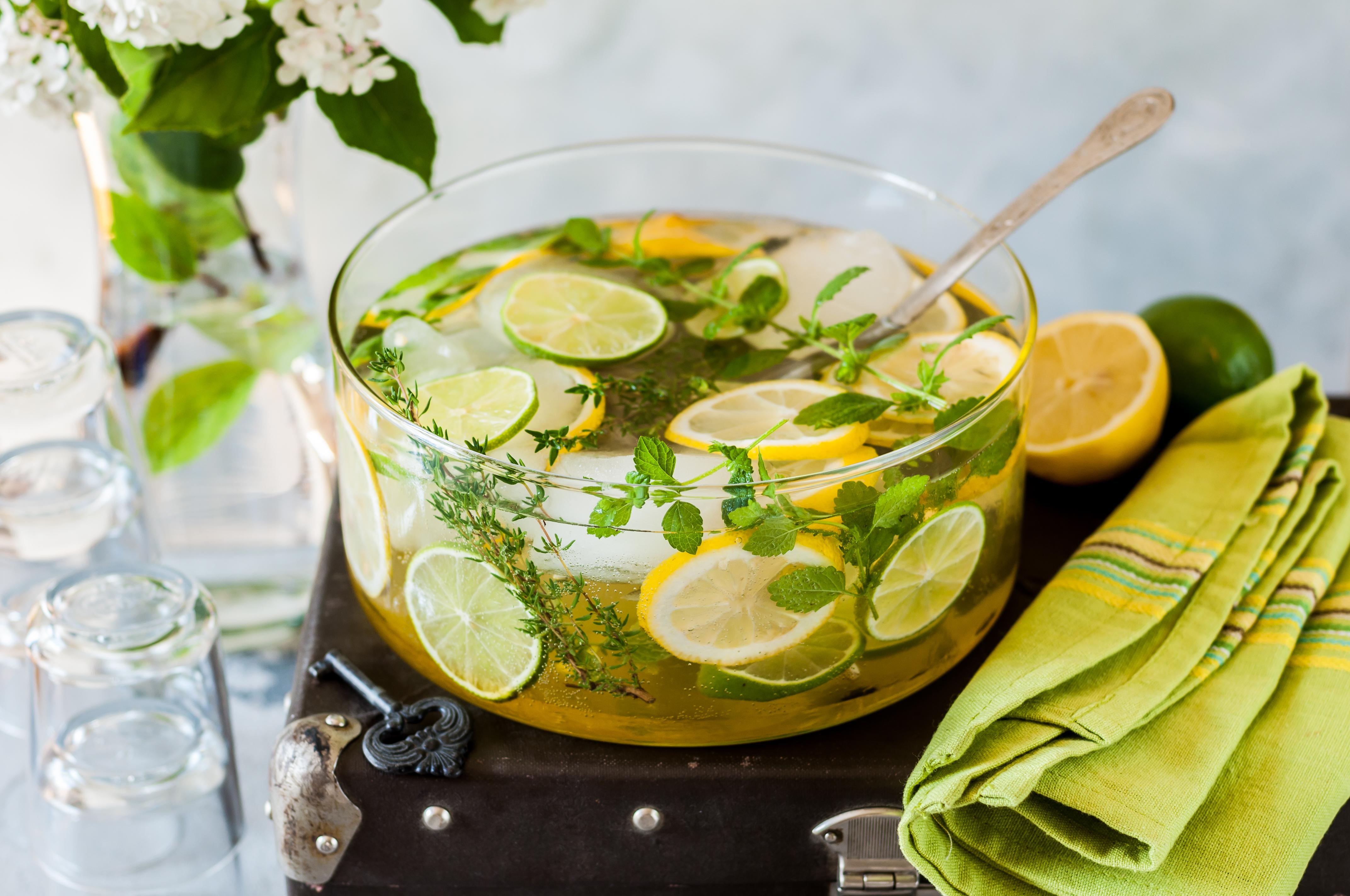 Фото Домашний лимонад с лаймом и мелиссой
