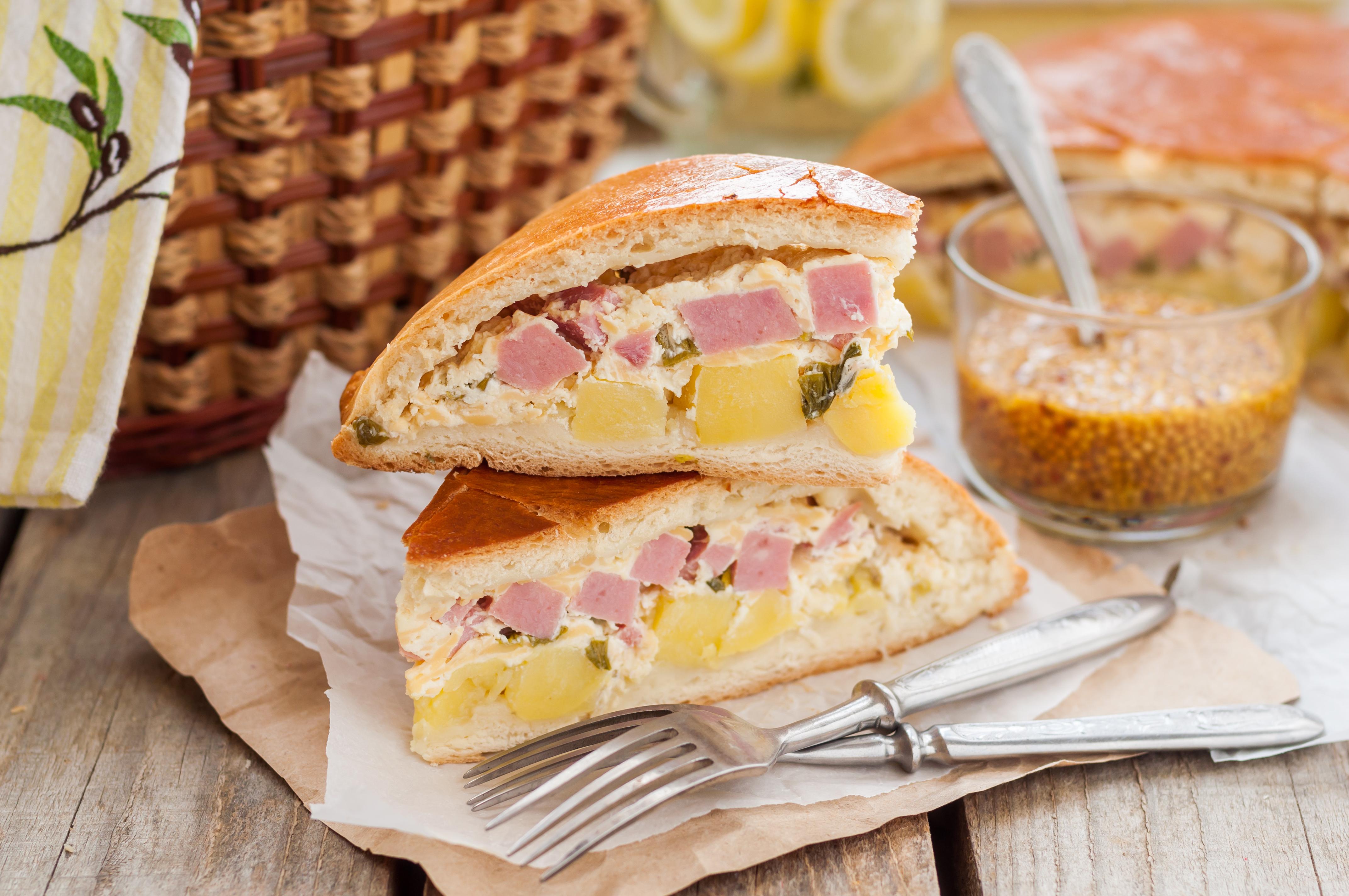 Пирог с картофелем и ветчиной для пикника