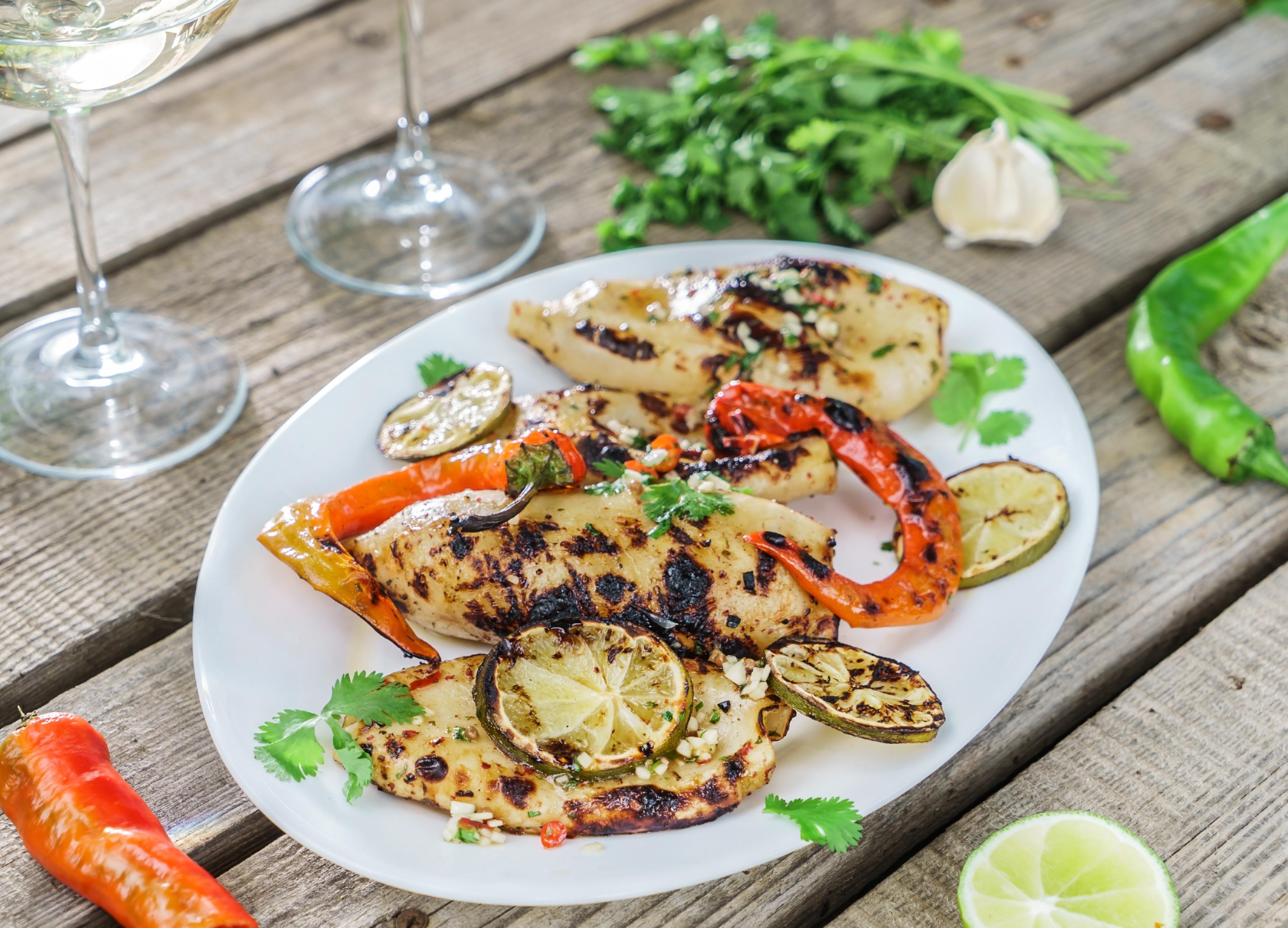 Кальмары на гриле – рецепт для пикника!