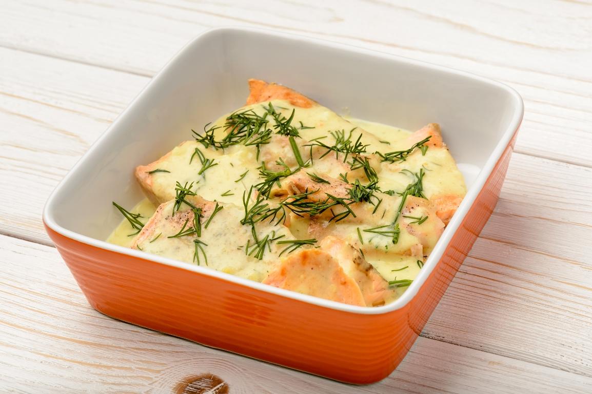 Аппетитная форель, запеченная в сливках с сыром