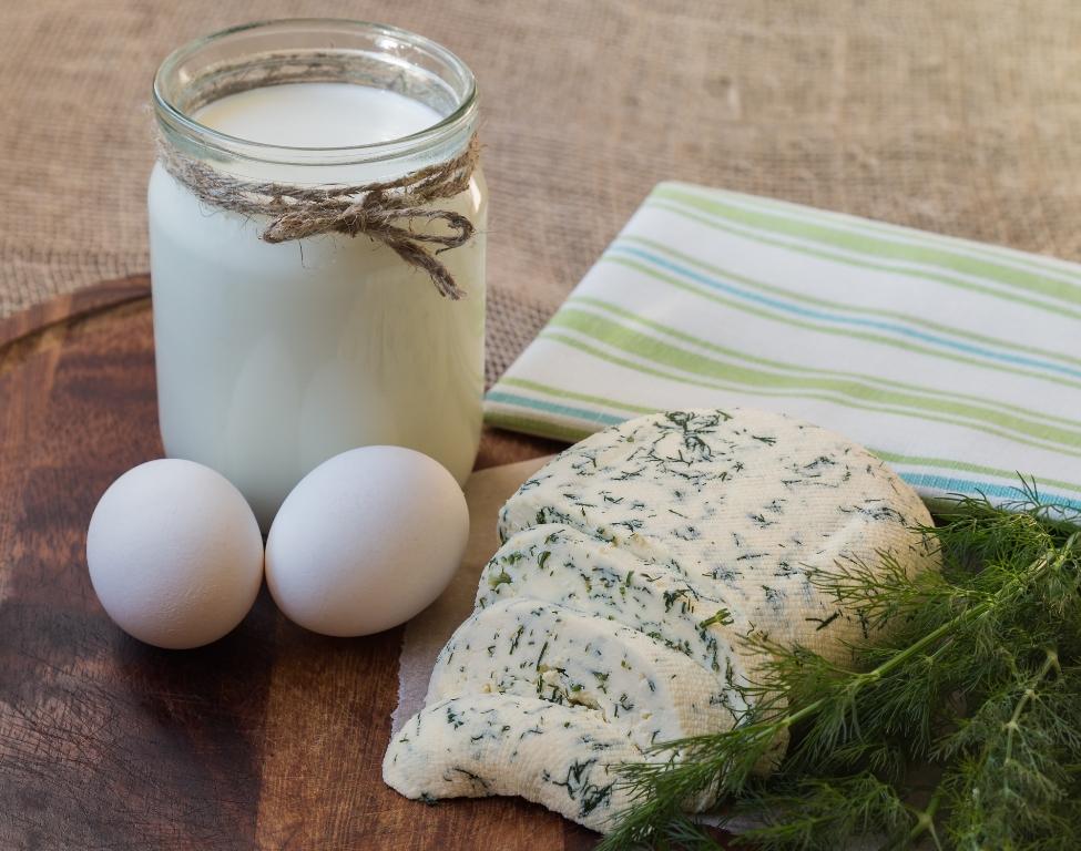 Вкуснейший домашний сыр с зеленью