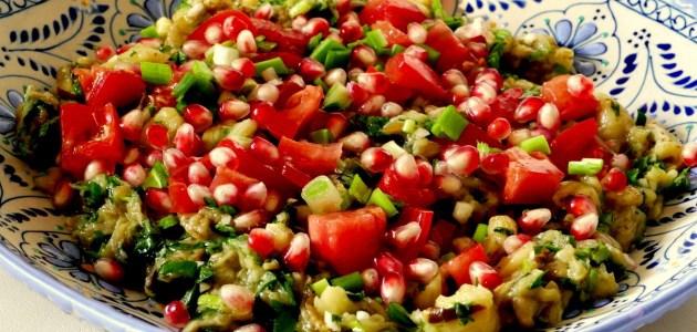 Фото Ливанский салат из запеченных баклажанов с помидорами