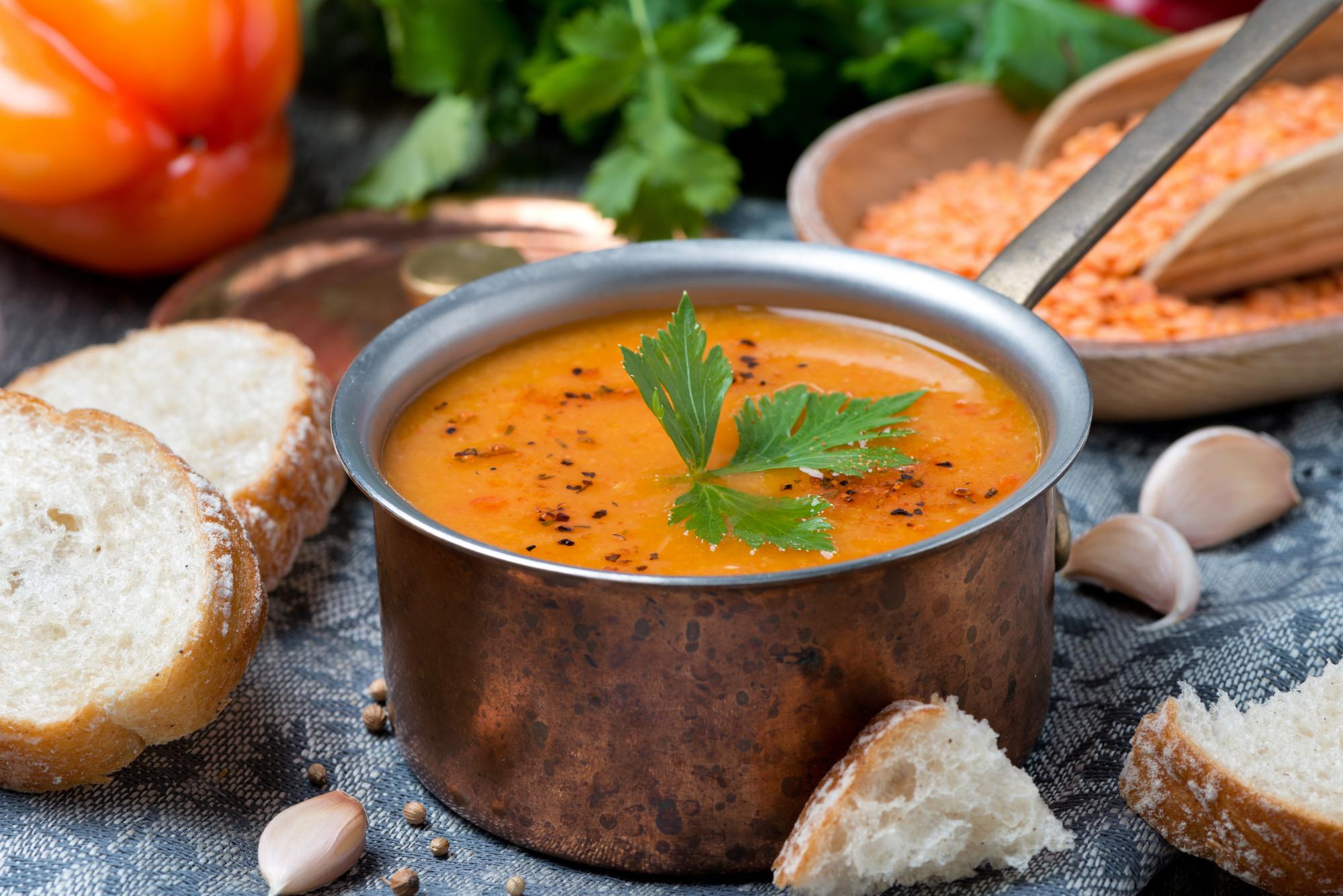 Чечевичный суп с мятным йогуртом