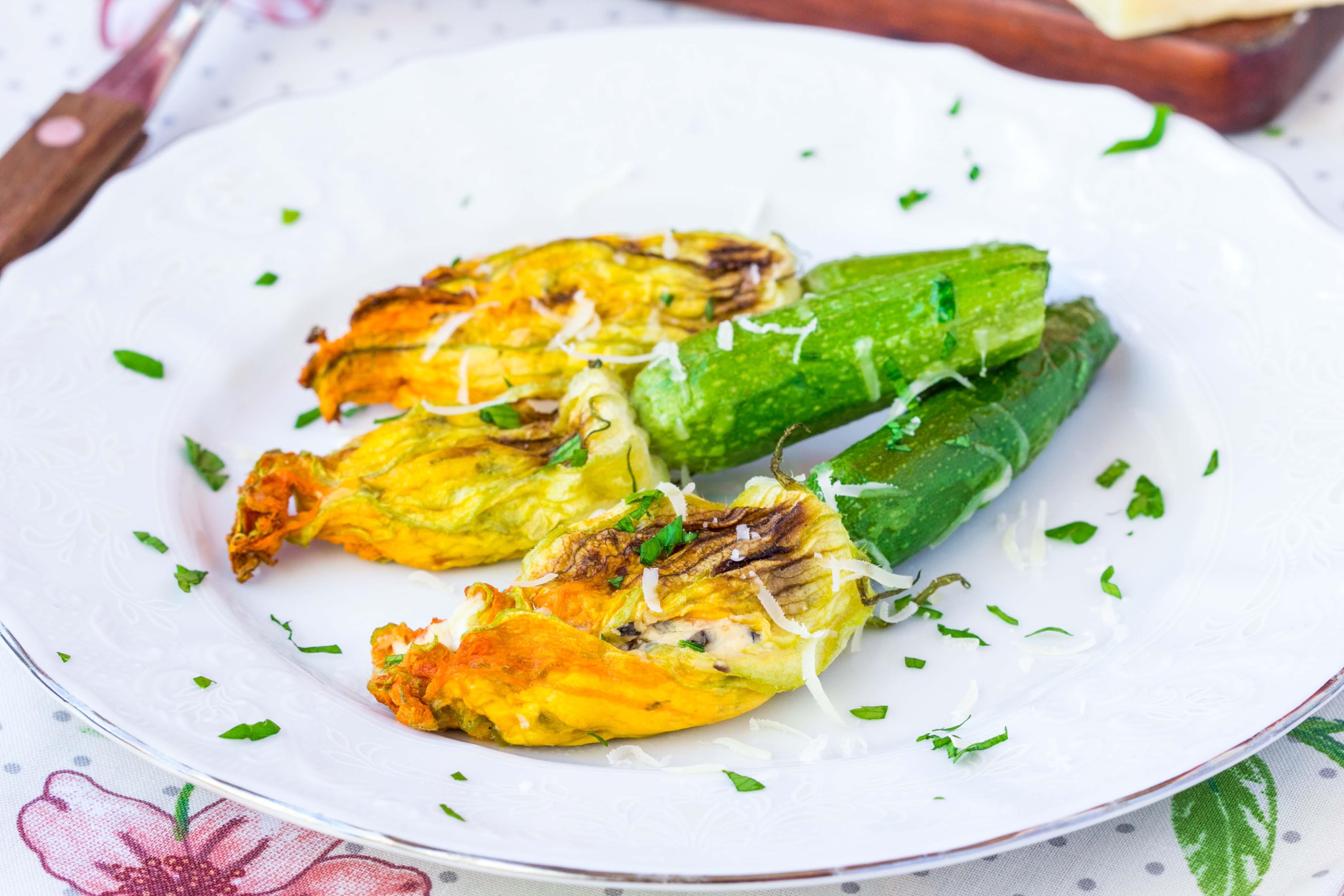 Цветки цукини, фаршированные рикоттой – блюдо для истинных гурманов!