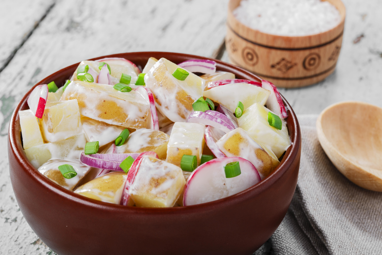 Салат из молодого картофеля с редисом