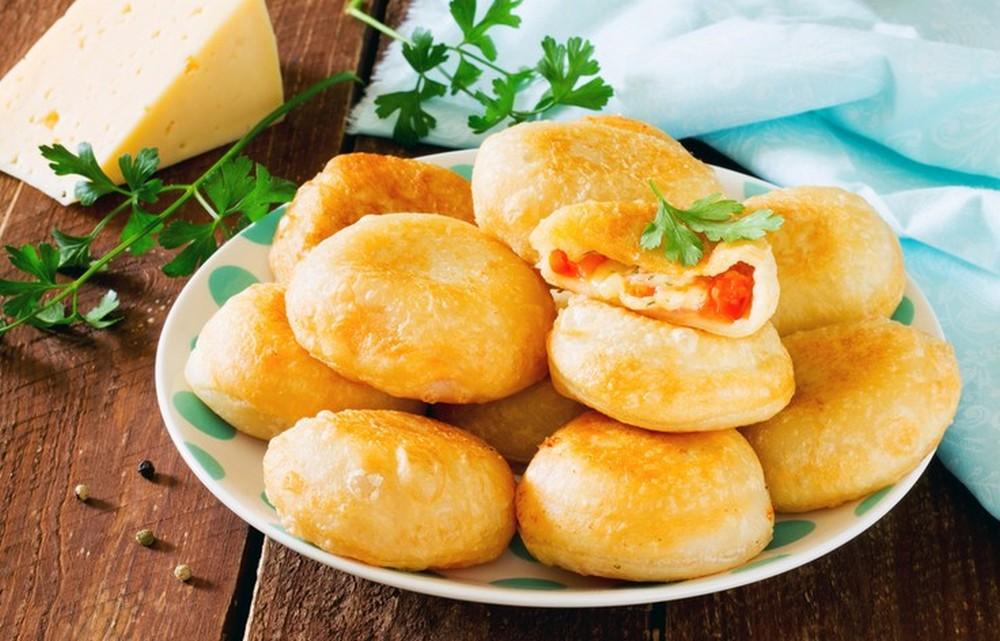"""Пирожки """"Бомбочки"""" с помидорами и сыром"""