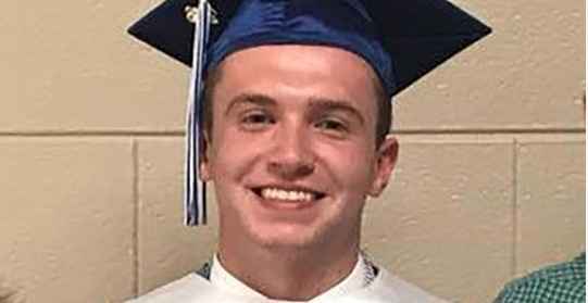 Photo of This Valedictorian Tricked His Trump-Loving Town into Cheering Obama