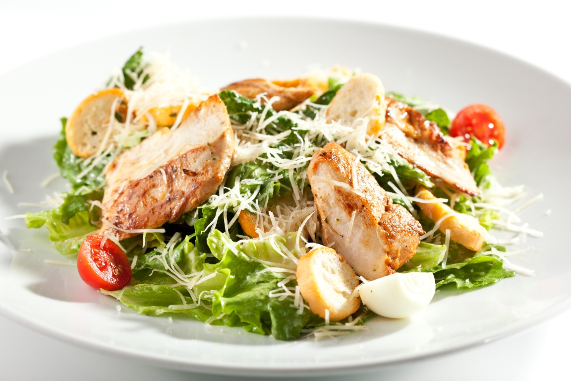 "Аппетитный салат ""Цезарь"" с курицей"