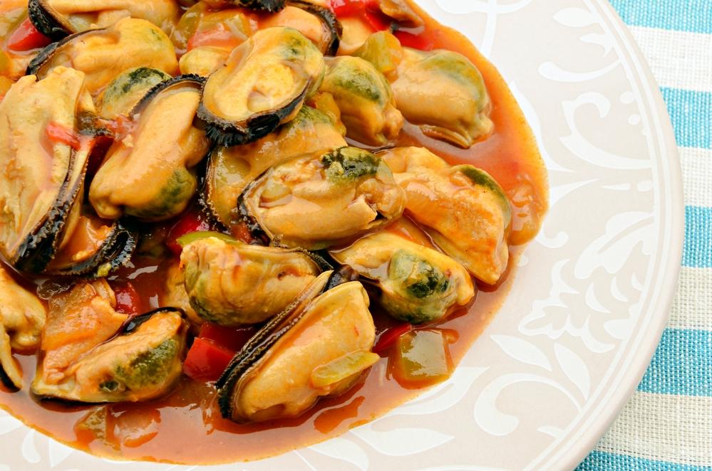 Мидии в томатно-чесночном соусе