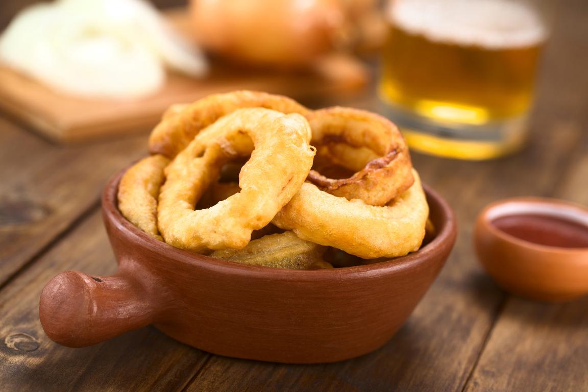 Аппетитные луковые кольца в пивном кляре