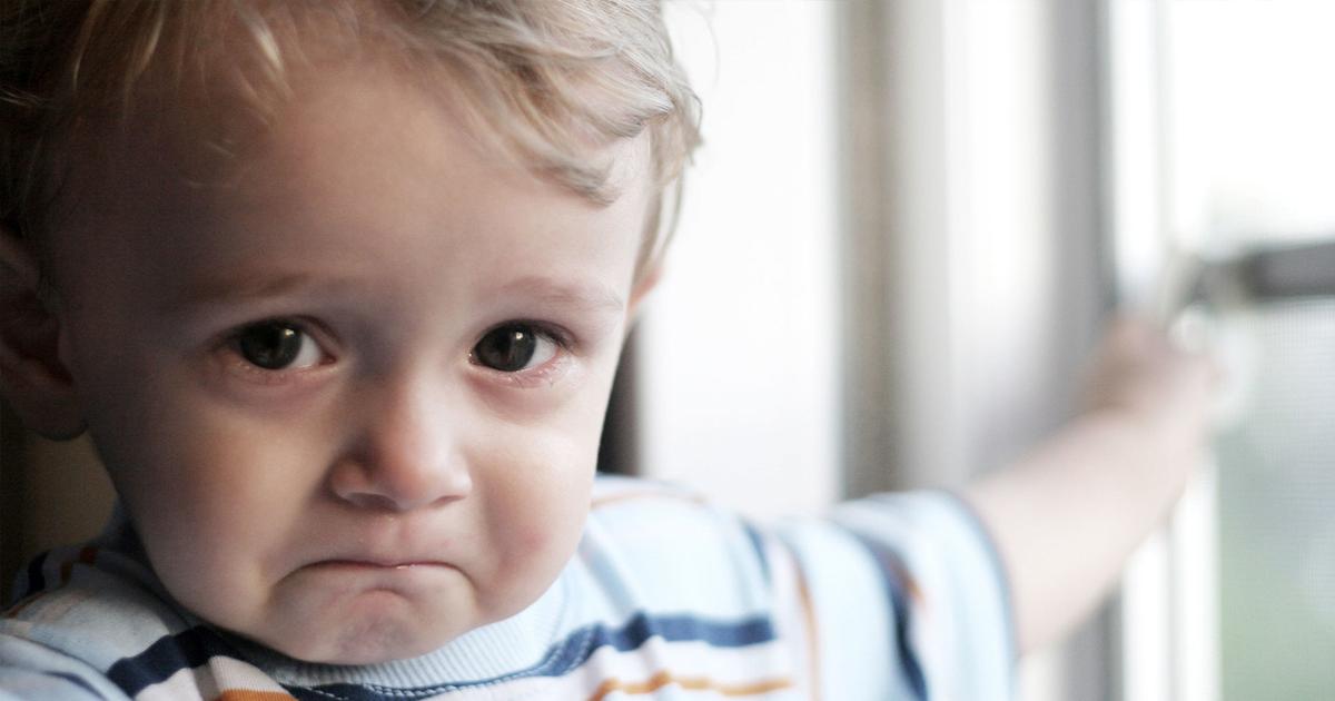 Воспитывают кулаком: как понять, что над ребенком издеваются в детском саду