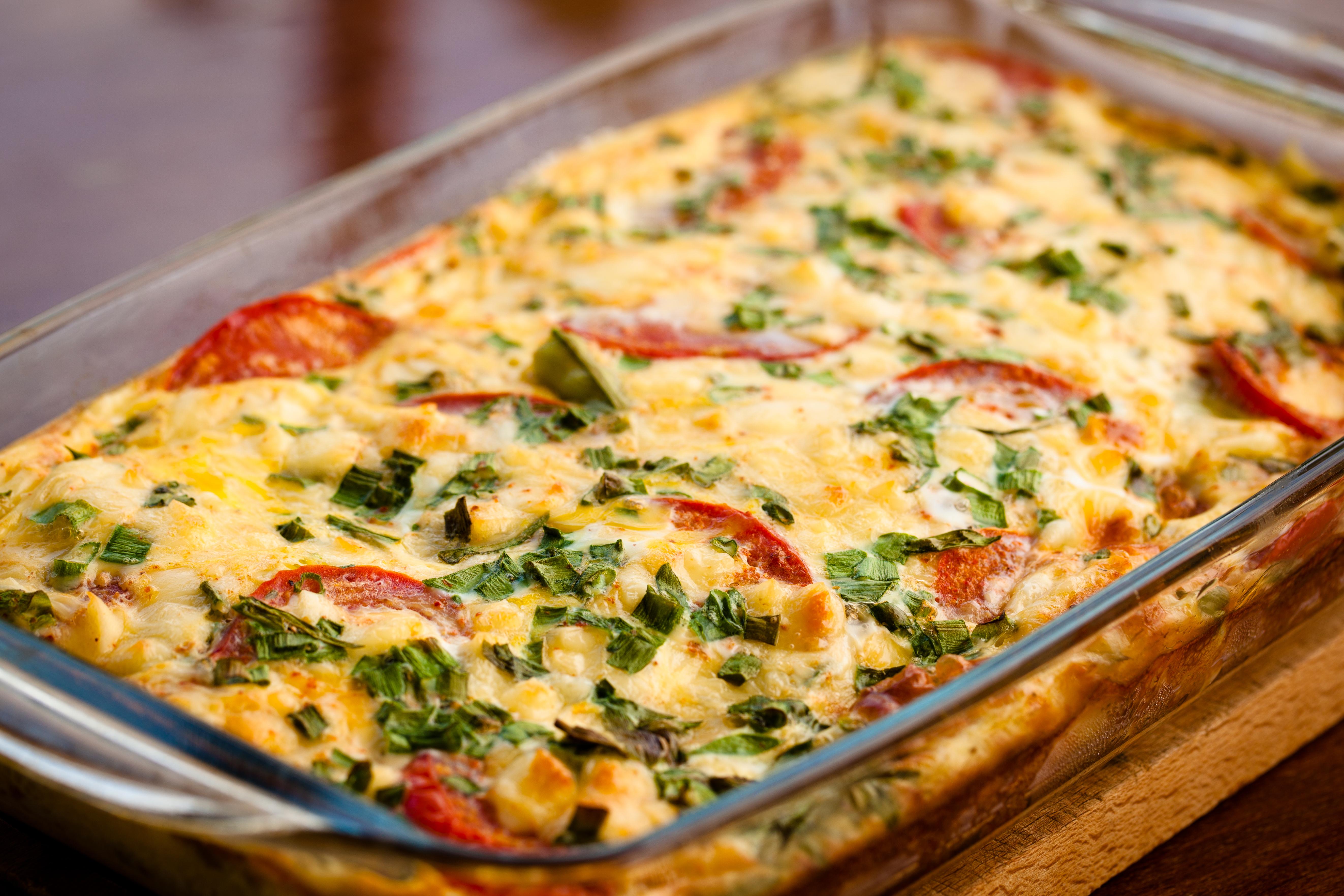 Кабачки с помидорами, запеченные под сыром