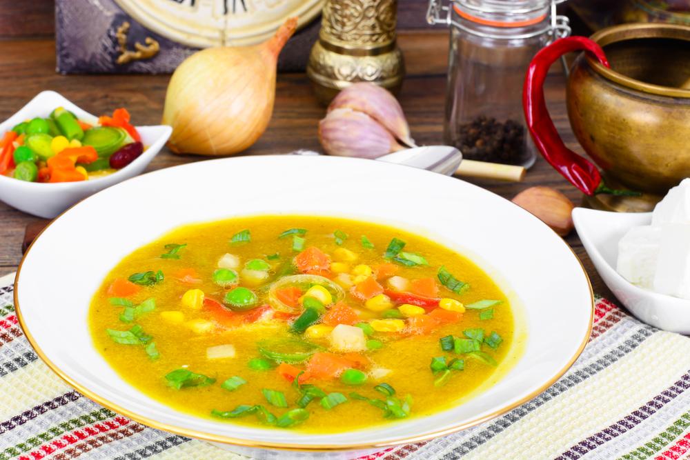 Летний суп с молодым горошком и кукурузой