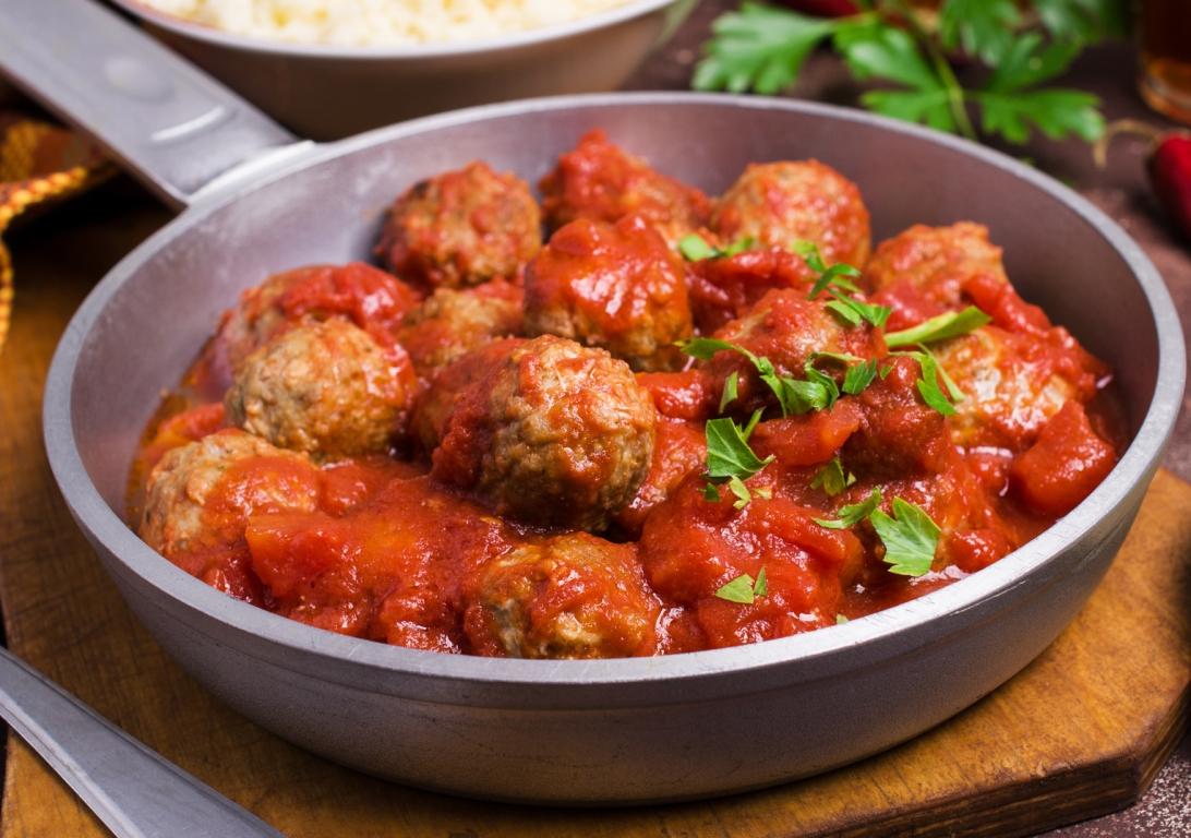 Вкуснейшие домашние тефтели в томатной подливе