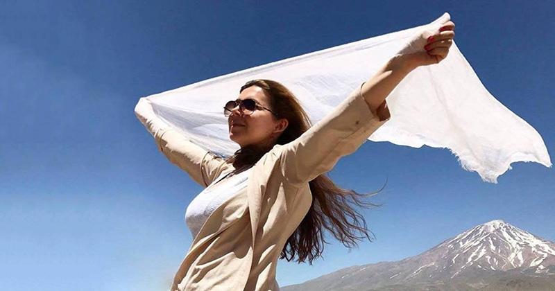 Фото Сняла хиджаб — получи 20 лет! Иранская активистка осуждена за участие в акции протеста