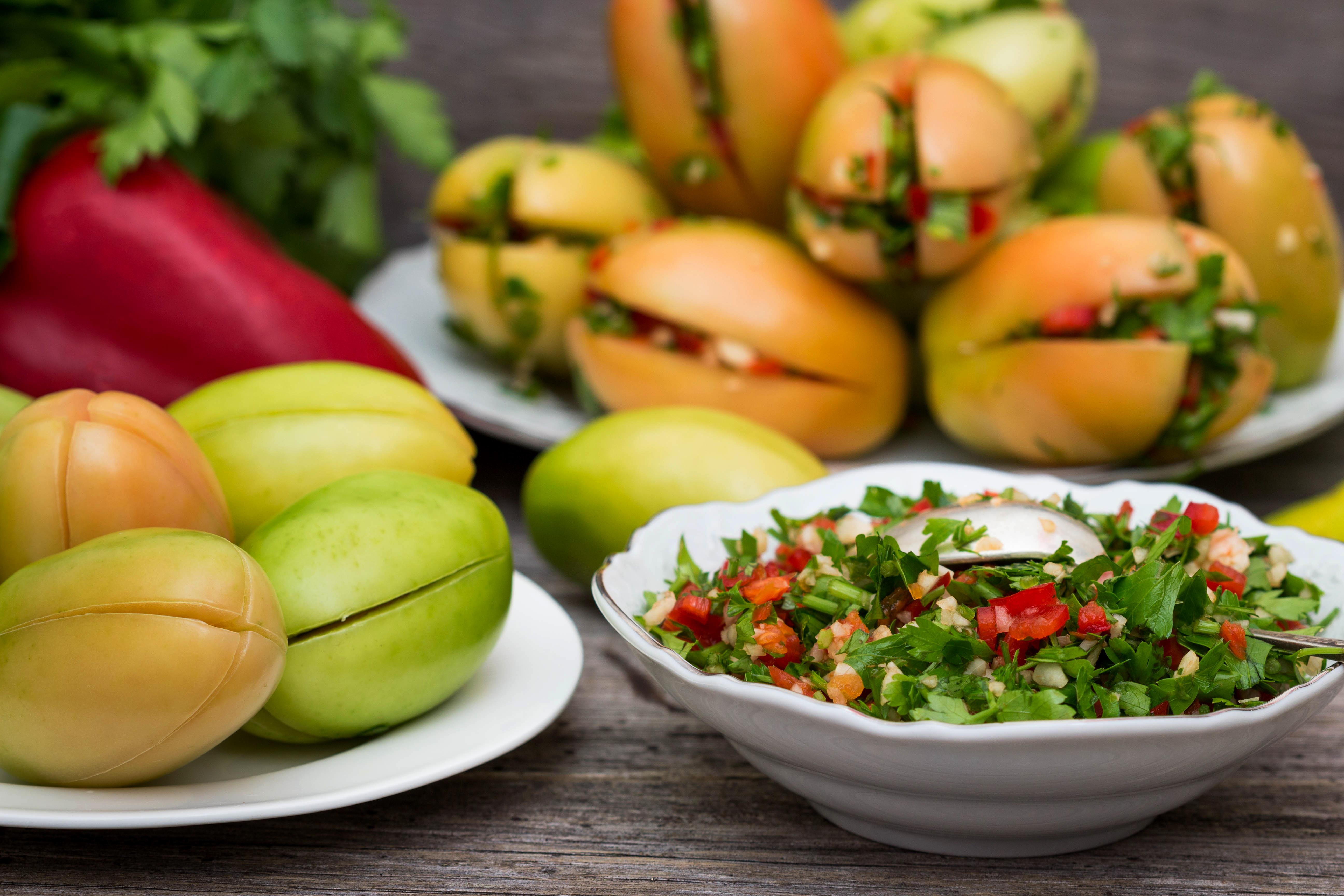 Острые зеленые помидоры с начинкой