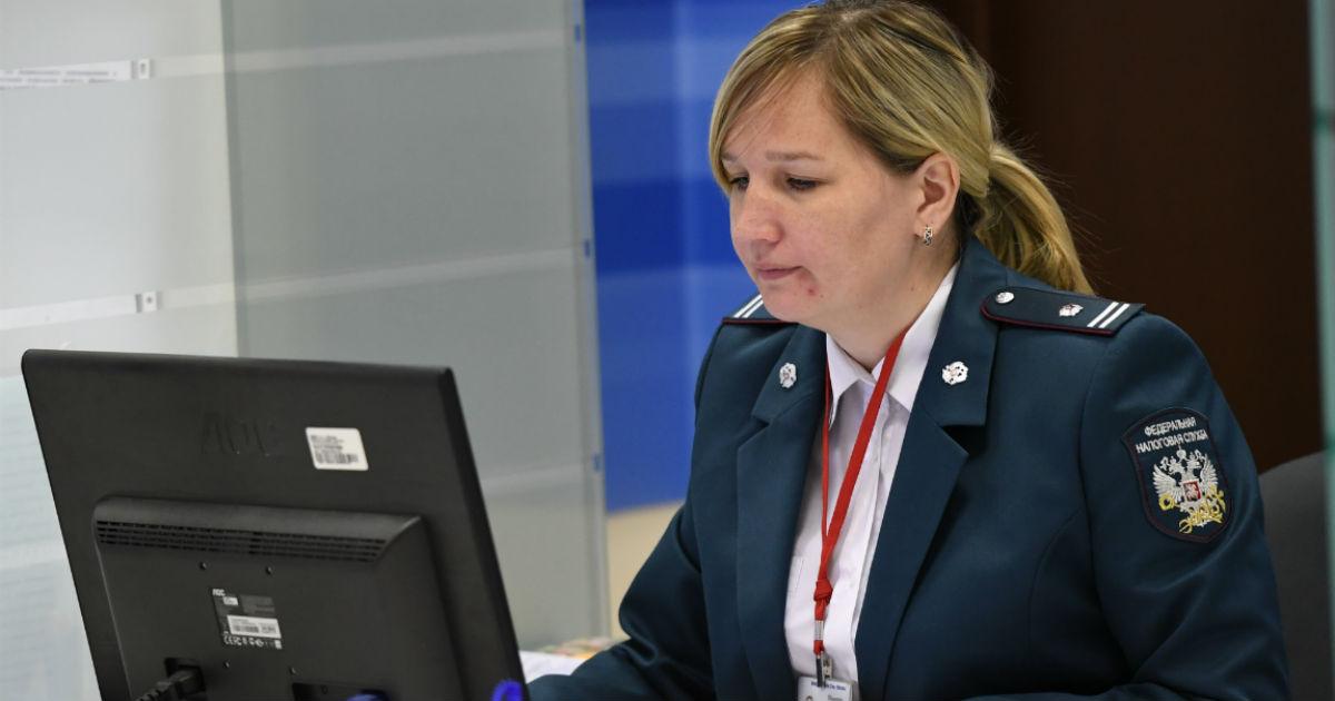 Фото Под колпаком у ФНС. Налоговая добивается доступа ко всем счетам россиян