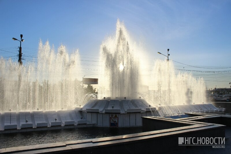 Фото Назад в 90-е: фонтан на Театральной площади снова станет светомузыкальным