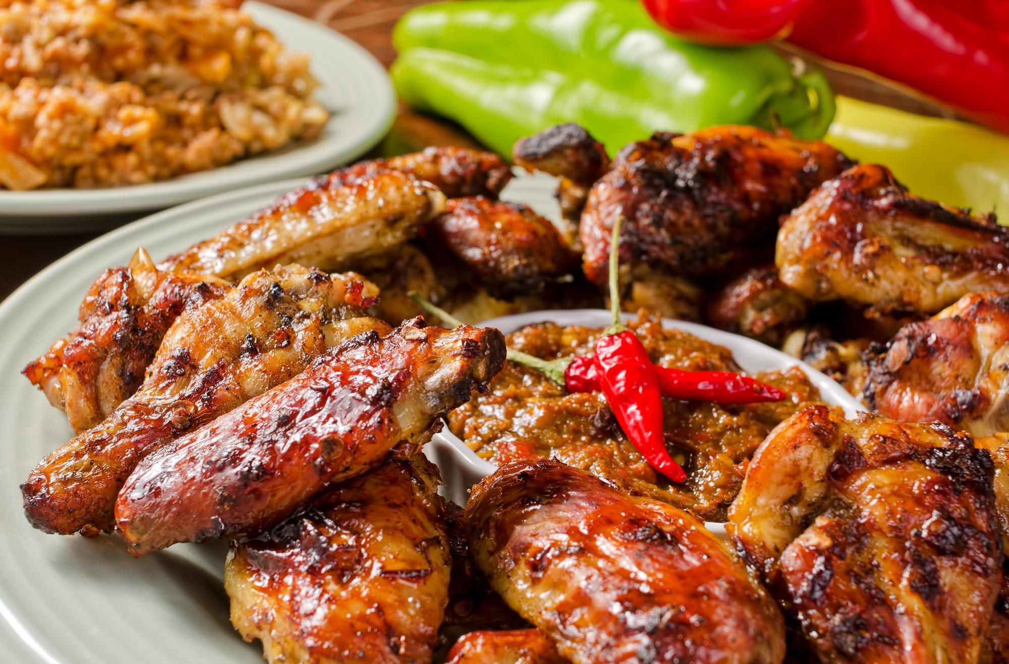 Запеченные куриные крылышки в соусе чили