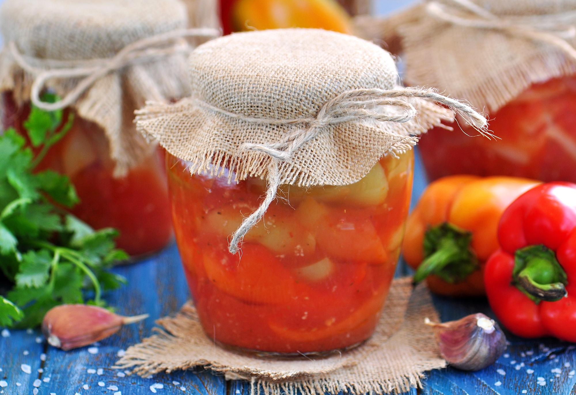 Маринованный перец в томатном соусе