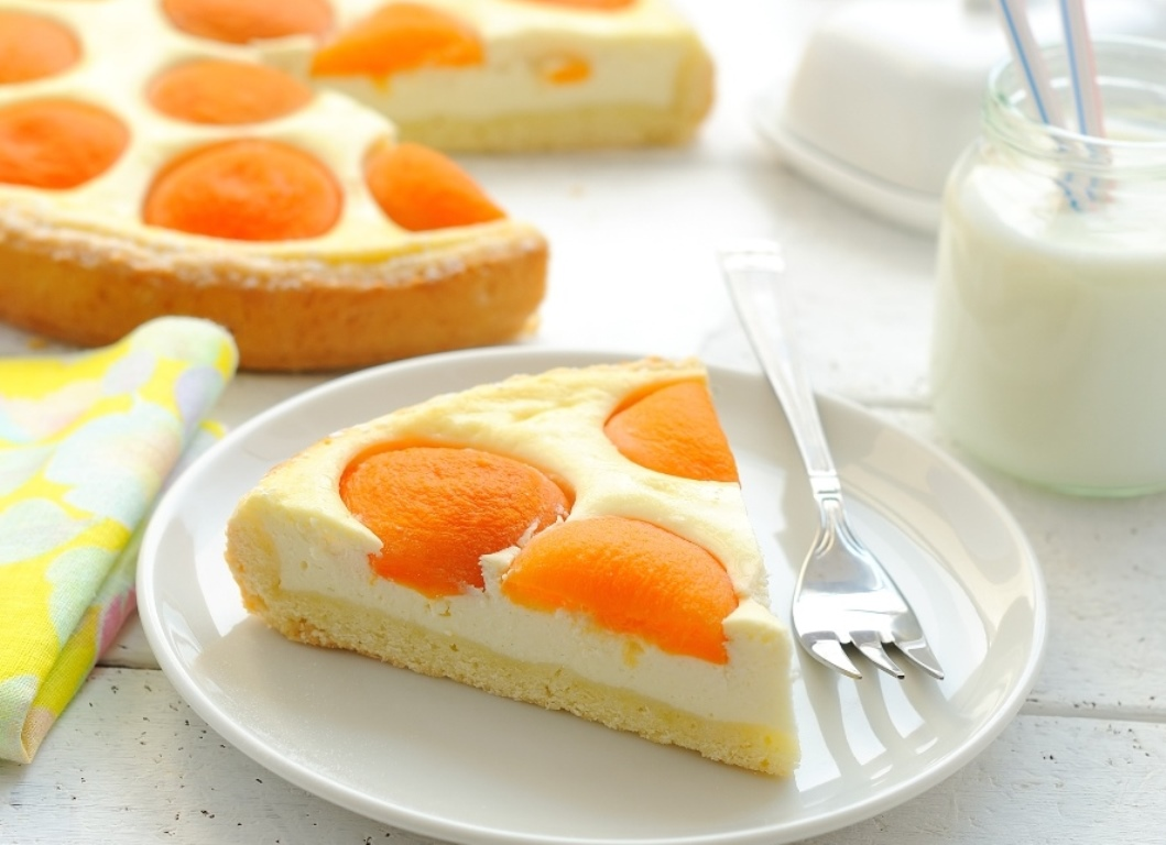 Изумительно вкусный пирог с творогом и абрикосами