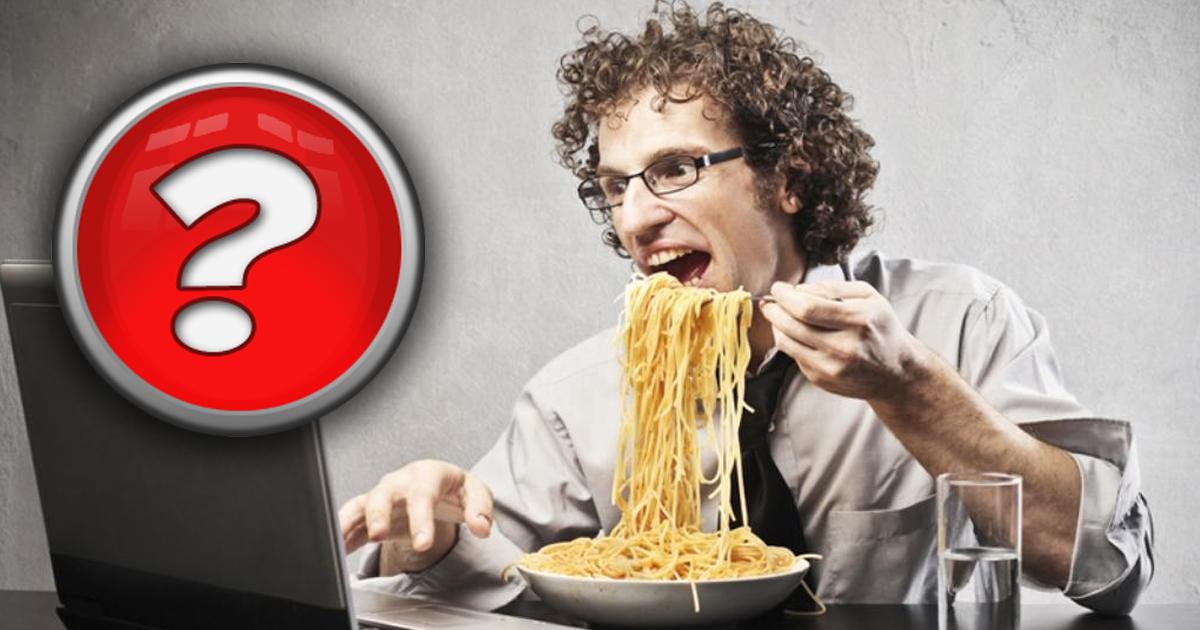 Вредно или нет? Чем все-таки грозит употребление пищи перед экраном?