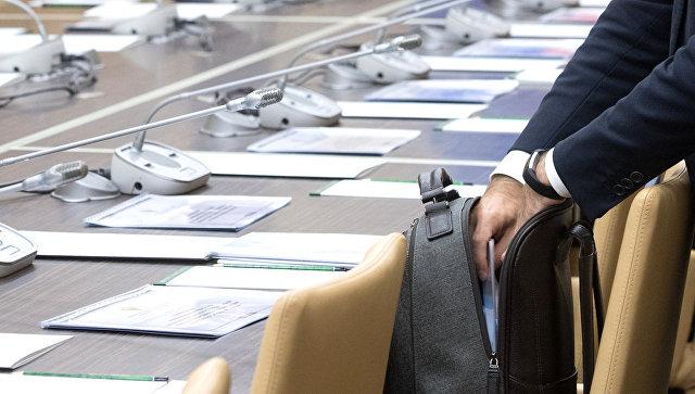 """Фото Чиновникам выделят более 600 млрд рублей """"для повышения мотивации"""""""