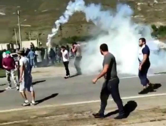 Фото Стрельба в воздух и стычки с полицейскими: в Кабардино-Балкарии два дня продолжались беспорядки