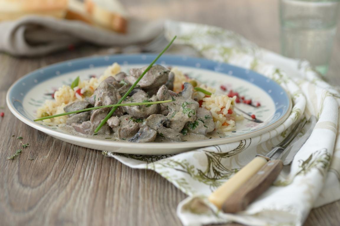 Нежнейшая куриная печень с грибами в сливочном соусе