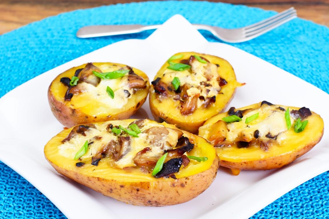 Ароматная запеченная картошка с грибами и сыром