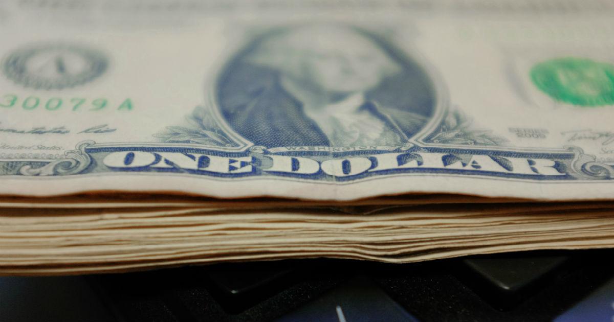 """Фото Не запрет, а """"снижение зависимости"""". Правительство начинает борьбу с долларами"""