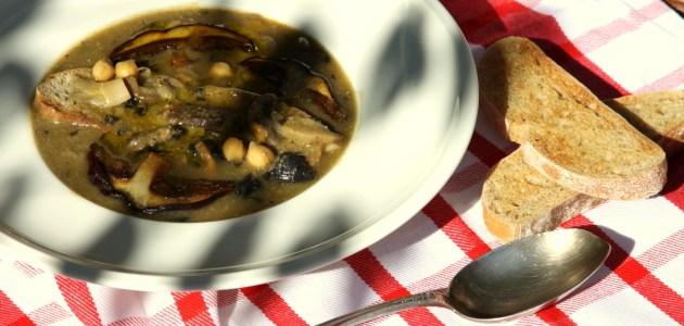 Фото Итальянский грибной суп с турецким горохом
