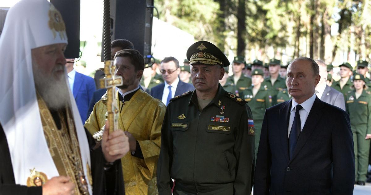 Фото Даешь силовиков. Россияне стали больше доверять армии, чем президенту