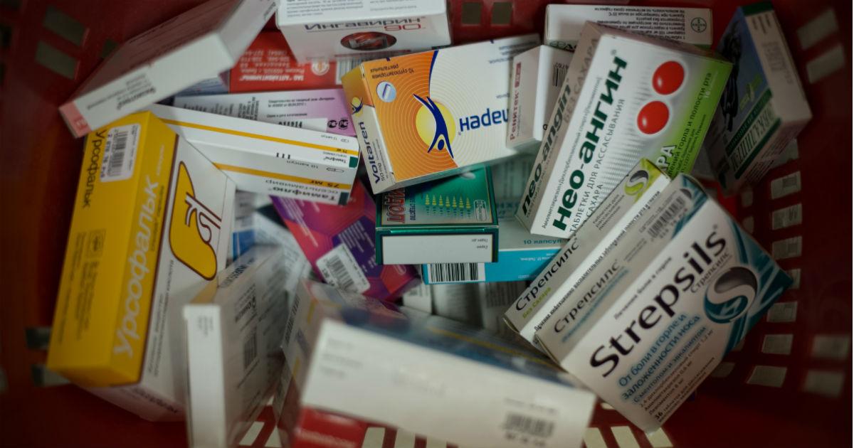 Минздрав хочет запретить рекламу противомикробных лекарств. Что с ними не так?
