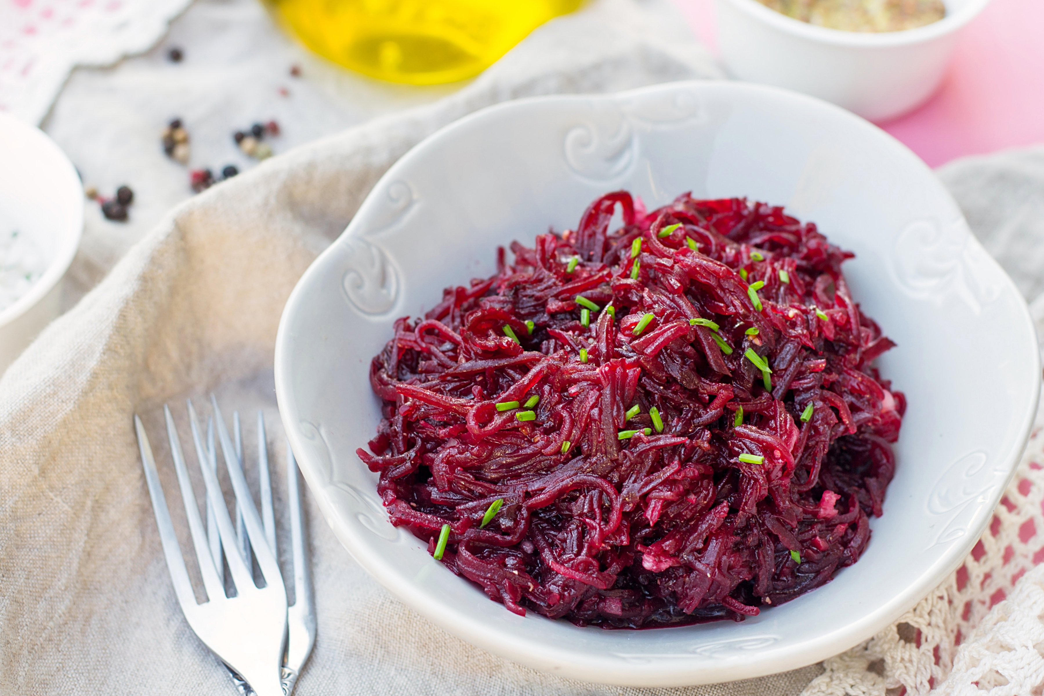 Свекольный салат с соусом винегрет