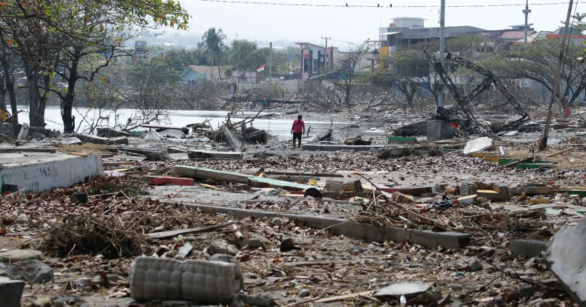 Фото Что известно о разрушительном цунами в Индонезии?