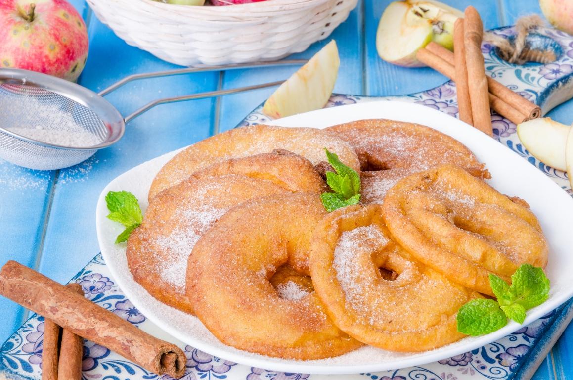 Аппетитные яблочные кольца во фритюре