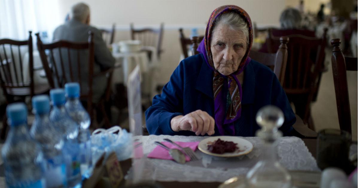 """Фото Взялись за бабушек. """"Сбербанк"""" создаст сеть домов престарелых"""
